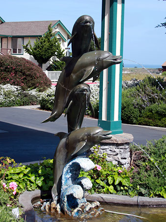 photo of the Dolphin sculpture outside the entrance to Emerald Dolphin Inn.
